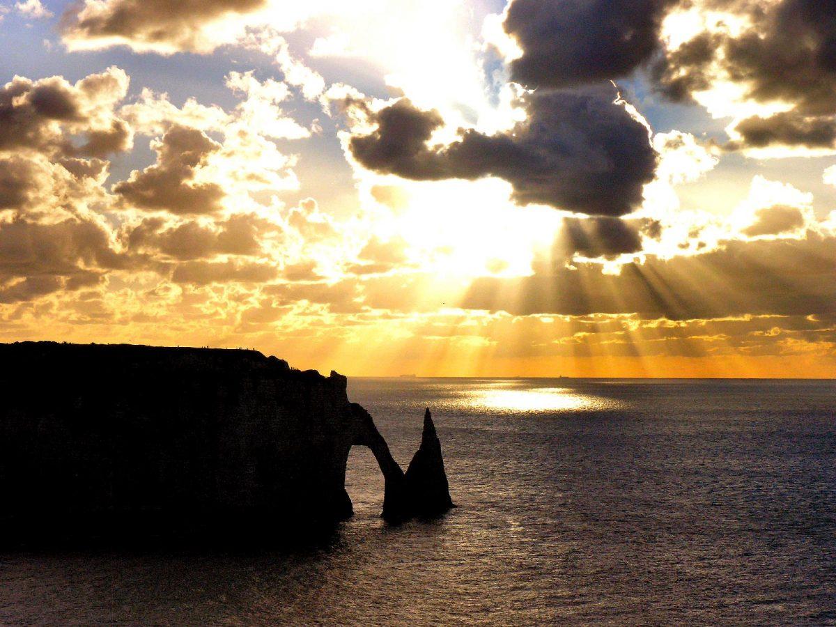 Puesta del sol en Etretat