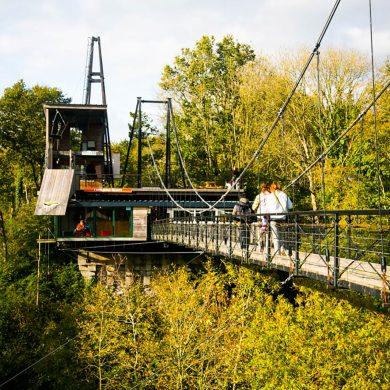 Hacer puenting desde el viaducto de la Souleuvre