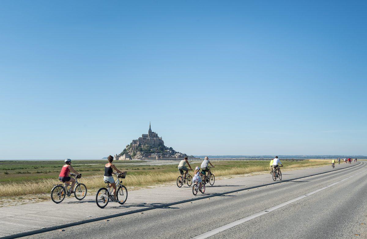 Faire du vélo au Mont-Saint-Michel